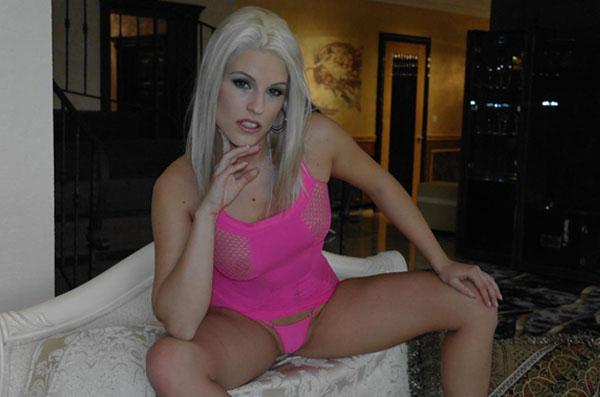 blonde camgirls bieten ohne anmeldung extrem guenstige livesex abenteuer